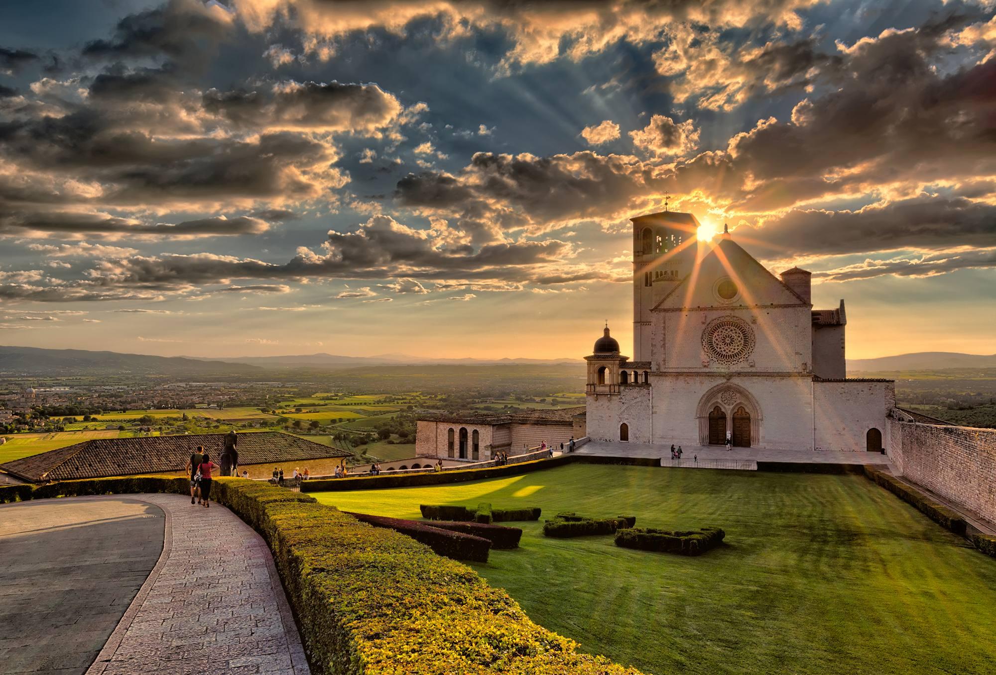 """Imposta di soggiorno ad Assisi: """"si attivi il tavolo di confronto ..."""