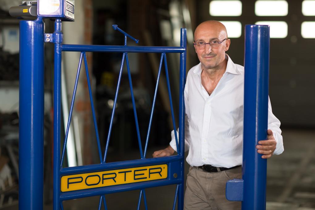 """Porter, mai più il cartello """"si prega di chiudere il cancello"""""""