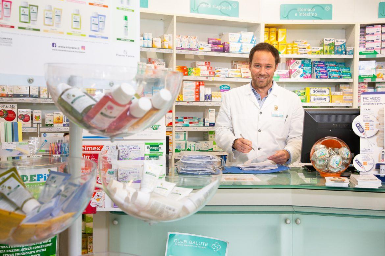 Farmacia Farma 4: dai farmaci a «km 0» all'apertura fino a mezzanotte