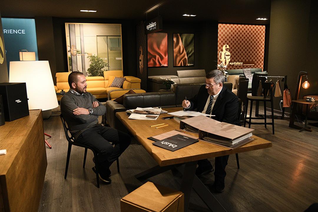 Casarredo Caiazzo raddoppia: alla sede storica si aggiunge una grande esposizione di divani e complementi d'arredo. 50 anni di successi