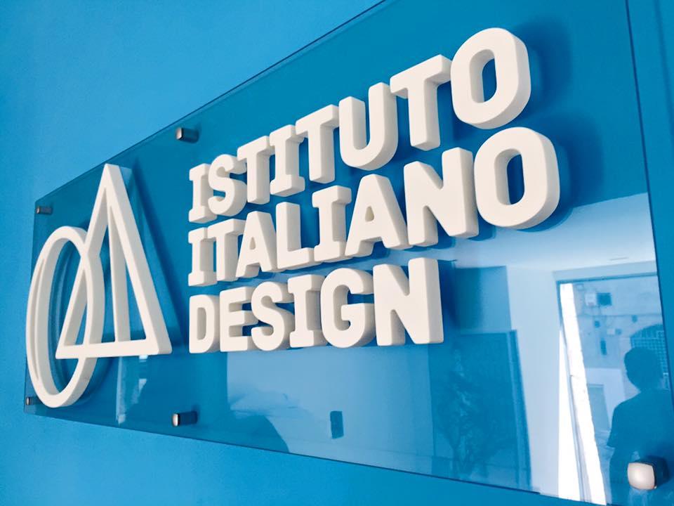 Istituto italiano design per i 20 anni spettacolare for Corriere arredamento