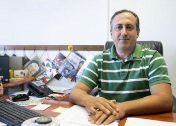 Il sindaco di Rocca di Papa (Roma), Emanuele Crestini, posa per una foto nel suo ufficio, 27 agosto 2018. ANSA/CLAUDIO PERI