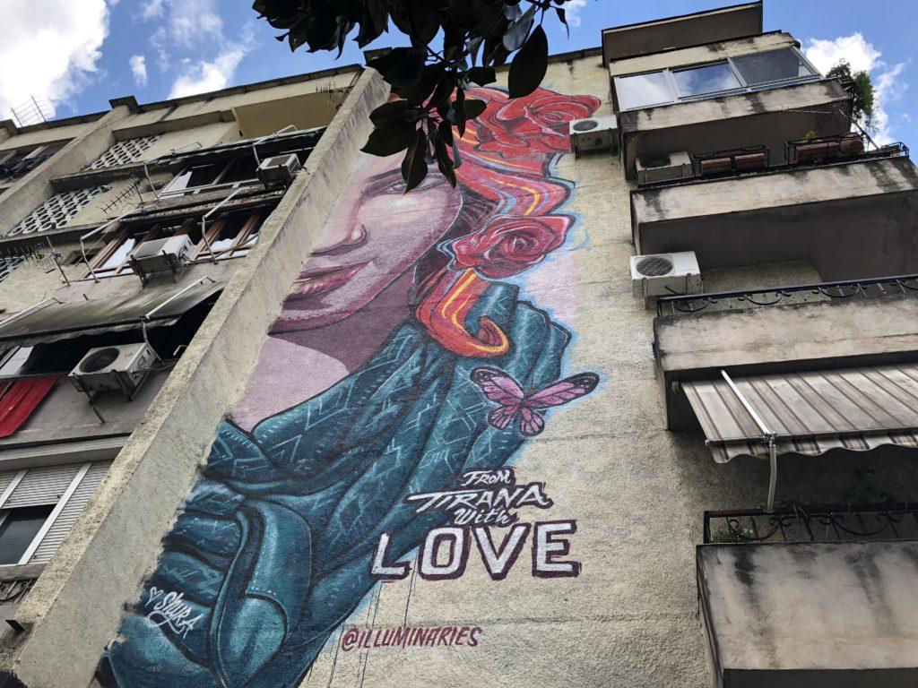 Cosa fare a Tirana in un Weekend. La capitale albanese tra arte, spettacoli, sport all'aperto e movida