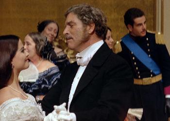 """Claudia Cardinale e Burt Lancaster in una delle scene più famose del film di Luchino Visconti """"Il Gattopardo"""" (1963), tratto dall'omonimo tratto dall'omonimo romanzo di Giuseppe Tomasi di Lampedusa"""