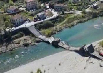 foto IPP da video vigili del fuoco 08-04-2020 localit albiano - Crollato il ponte viadotto sulla SP70 cul Fiume Magra nella foto il ponte crollato PUBLICATIONxNOTxINxITAxFIN 0