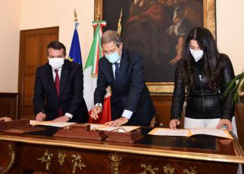 Firma protocollo Regione-Confindustria-Confapi__